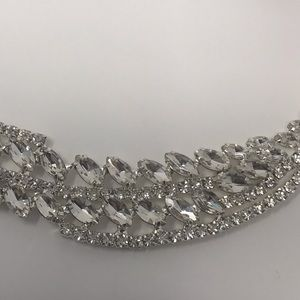 Glam and classy marquis shaped necklace.